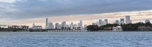 Panorama im Stadtzentrum gelegener Stadt Miamis, USA Lizenzfreie Stockfotografie
