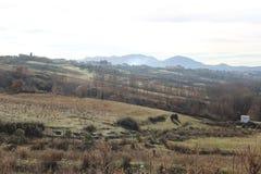 Panorama impressionante del parco di ablero dell'albero delle colline della montagna di riflessione del cielo dei vecchi del paes immagini stock