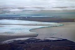Panorama impressionnant des glaciers de débouché et des déserts arctiques images stock