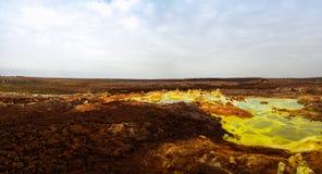 Panorama inom Dallol den vulkaniska krater i den Danakil fördjupningen, avlägsna Etiopien Arkivfoton