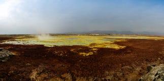Panorama inom Dallol den vulkaniska krater i den Danakil fördjupningen Etiopien Arkivfoto