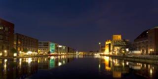 Panorama interno del porto di Duisburg alla notte Immagini Stock