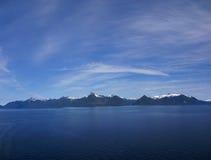 Panorama, islas y bosques de la conífera foto de archivo libre de regalías