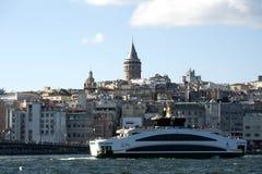 Panorama Istambul com navio a vapor Imagem de Stock