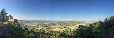 Panorama Italia del paesaggio e del villaggio rurale Immagini Stock