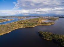 Panorama jeziora i lasy Karelia Zdjęcia Royalty Free