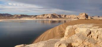 Panorama Jeziorny Powell w roztoka jaru Krajowym Rekreacyjnym terenie Zdjęcia Stock