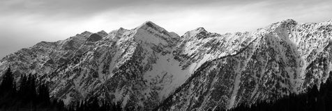 panorama- kant för berg fotografering för bildbyråer