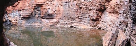 Panorama - Karijini nationalpark, västra Australien Arkivfoton