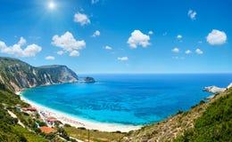 Panorama Kefalonia, Grekland för Petani strandsommar Arkivbild