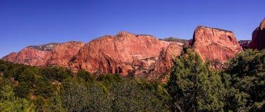 Panorama, Klippen des roten Sandsteins Lizenzfreie Stockfotografie