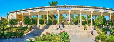 Panorama kolumnada przy grobowem Hafez, Shiraz, Iran zdjęcia royalty free