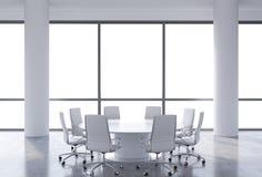 Panorama- konferensrum i modernt kontor, kopieringsutrymmesikt från fönstren Vitstolar och en vit rund tabell vektor illustrationer