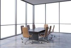 Panorama- konferensrum i modernt kontor, korkåpautrymmesikt från fönstren Bruntstolar och en svart tabell royaltyfri illustrationer