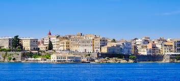 Panorama-Korfu-Stadt vom Meer Alte Stadtgebäude in Kerkyra Lizenzfreies Stockbild