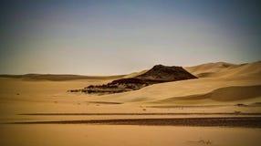 Panorama krajobraz przy Wielkim piaska morzem wokoło Siwa oazy, Egipt zdjęcie stock