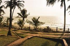 Panorama krajobrazowy widok morze plaża w zmierzchu MUMBAI, MAHARASTRA, INDIA fotografia royalty free