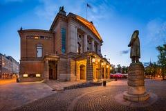 Panorama Krajowy teatr i Henrik Ibsen statua w Parzysty, równy fotografia stock