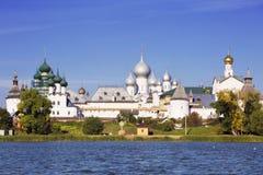 Panorama Kremlin Rostov Wielki, widok od jeziornego Nero zdjęcia stock