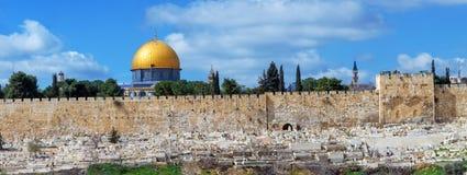 Panorama - kupol av vagga och den Jerusalem väggen Arkivfoto