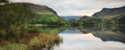 Panorama landscape sunrise over lake in mountains Royalty Free Stock Photos
