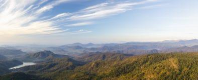 Panorama- landskap av berg i Vietnam fotografering för bildbyråer