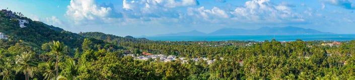 Panorama- landskap av Koh Samui med villor i djungeln Royaltyfri Bild