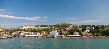 Panorama- landskap för sommar av den Balchik staden Fotografering för Bildbyråer
