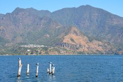 Panorama- landskapAtitlan sjö Guatemala fotografering för bildbyråer