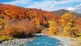 Panorama- landskapberg River Valley fotografering för bildbyråer