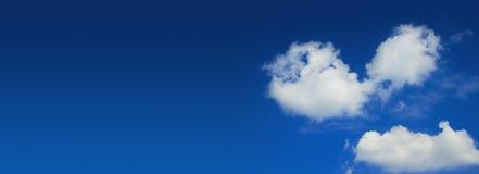 Panorama largo del cielo blu Fotografie Stock