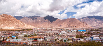 Panorama of the Lhasa's building with the mountain. (Lhasa, Tibet Stock Photo