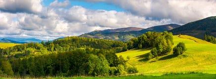 Panorama lindo do landscap montanhoso foto de stock