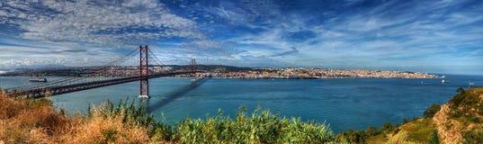 Panorama Lisbona - 25 aprile ponte Fotografie Stock Libere da Diritti