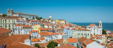 Panorama in Lissabon van ` Miradouro Porta do Sol ` portugal Stock Afbeelding