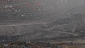 Panorama longo do poço aberto de carvão filme