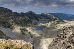 Panorama a los lagos Musalenski del pico de Musala, montaña de Rila Imagen de archivo