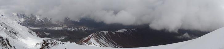 Panorama Louds e montanhas do ¡ de Ð Pamir Fotografia de Stock Royalty Free