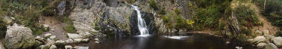 Panorama lungo di esposizione della cascata Immagine Stock