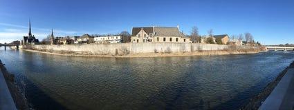 Panorama lungo il grande fiume a Cambridge, Canada Immagini Stock Libere da Diritti