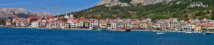 Panorama méditerranéen de Baska de ville Images stock