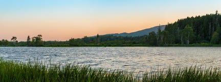 Panorama mały jezioro przy półmrokiem Obraz Royalty Free