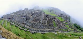 Panorama Machu Picchu i mist Arkivbilder