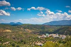 Panorama magnífico de la pequeña ciudad en Andaluc3ia Imágenes de archivo libres de regalías