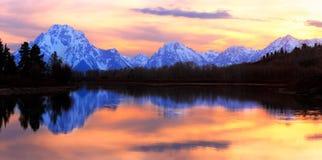 Panorama magnífico de la puesta del sol de Tetons