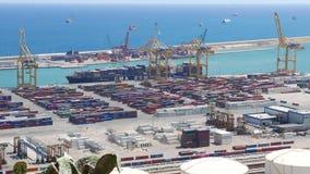 Panorama marítimo do porto do recipiente de Barcelona no dia ensolarado vídeos de arquivo