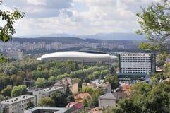 Panorama med Cluj arenastadion av den Cluj-Napoca staden från den Transylvania regionen i Rumänien Royaltyfria Foton