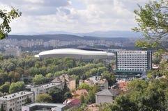Panorama med Cluj arenastadion av den Cluj-Napoca staden från den Transylvania regionen i Rumänien Arkivfoto