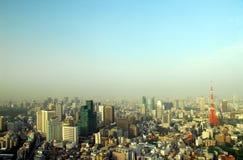 Panorama med det Tokyo tornet Royaltyfri Fotografi