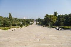 Panorama med en av de störst parkerar i Bucharest Arkivbilder